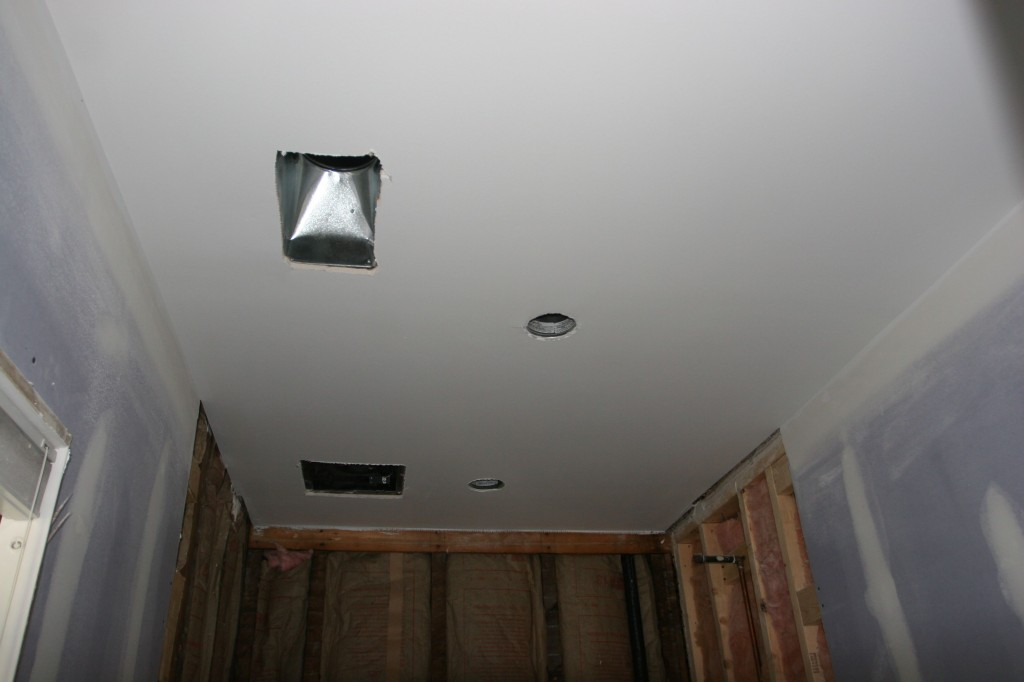Master bathroom ceiling: painted!