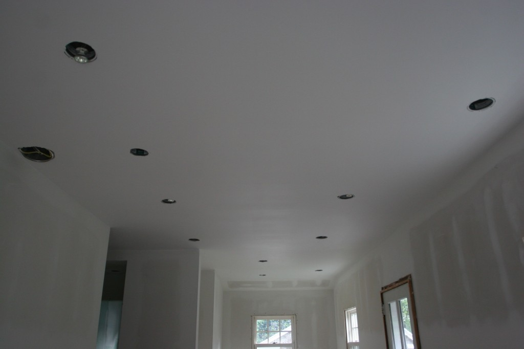 Kitchen ceiling: painted!