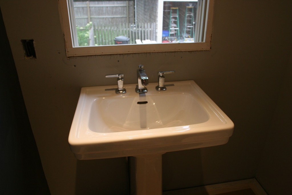 Ta-dah! Powder room sink and faucet! And they work, too!