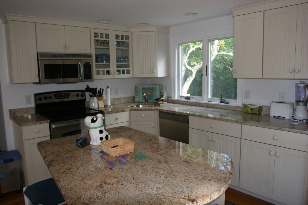 Look, everyone, a kitchen! With appliances, countertops and a sink! And a dishwasher!