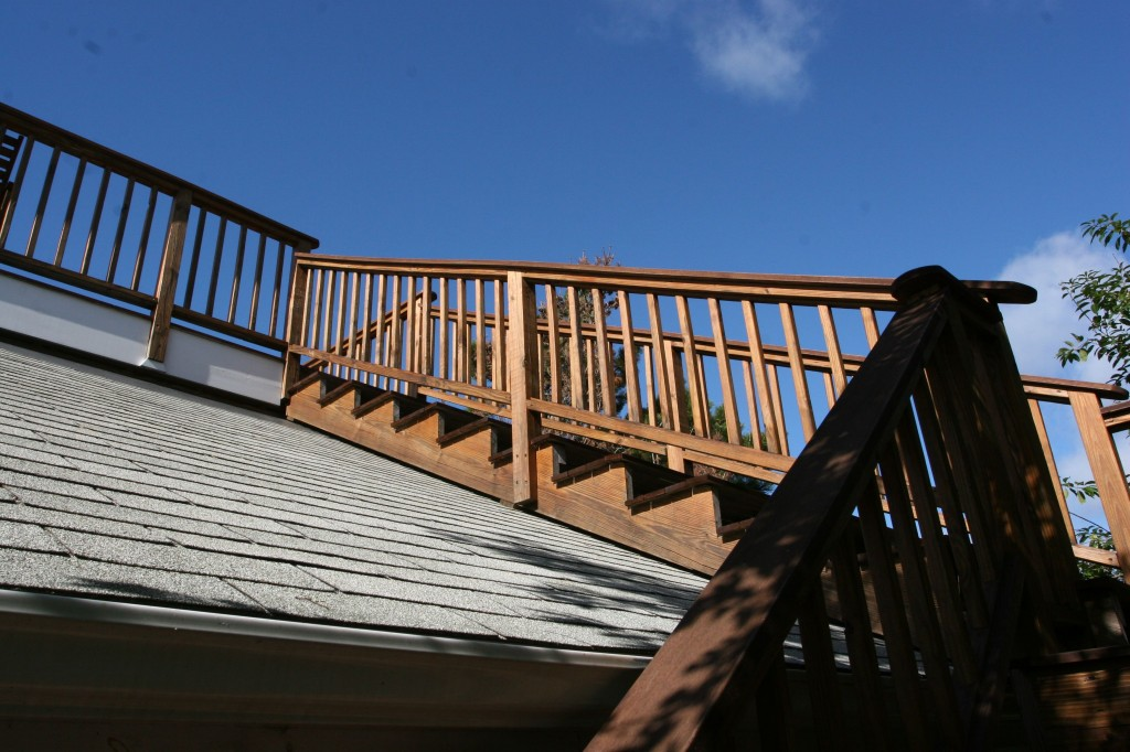 It had a deck on the top of the roof, accessible by an outdoor staircase.