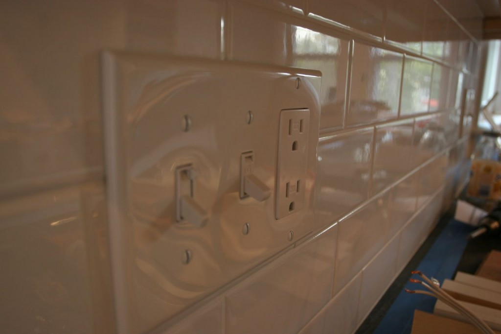 Ta-dah! Switches, outlets: clean, handsome, invisible and tidy. Hmm, just like Brad?