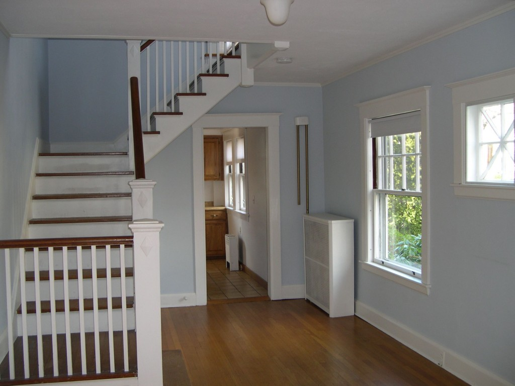 Front hall, before (Dec '05).