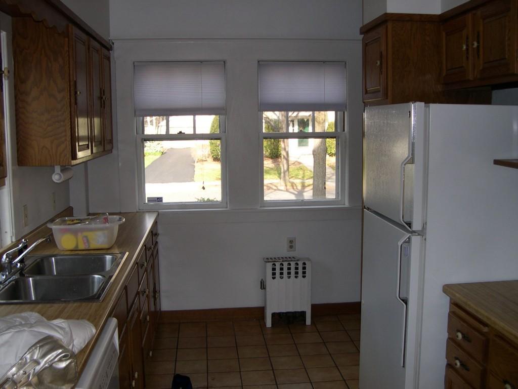 Kitchen, most definitely BEFORE (Dec '05).