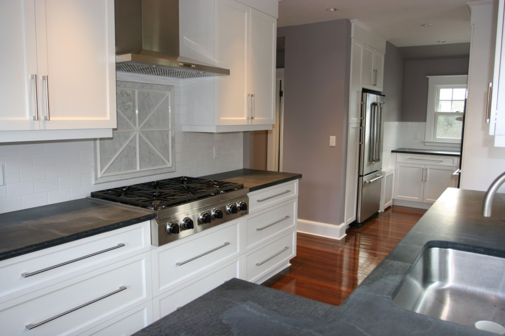 Cooktop by Dacor, Millenium series. Hood by Electrolux. All paints by Benjamin Moore.