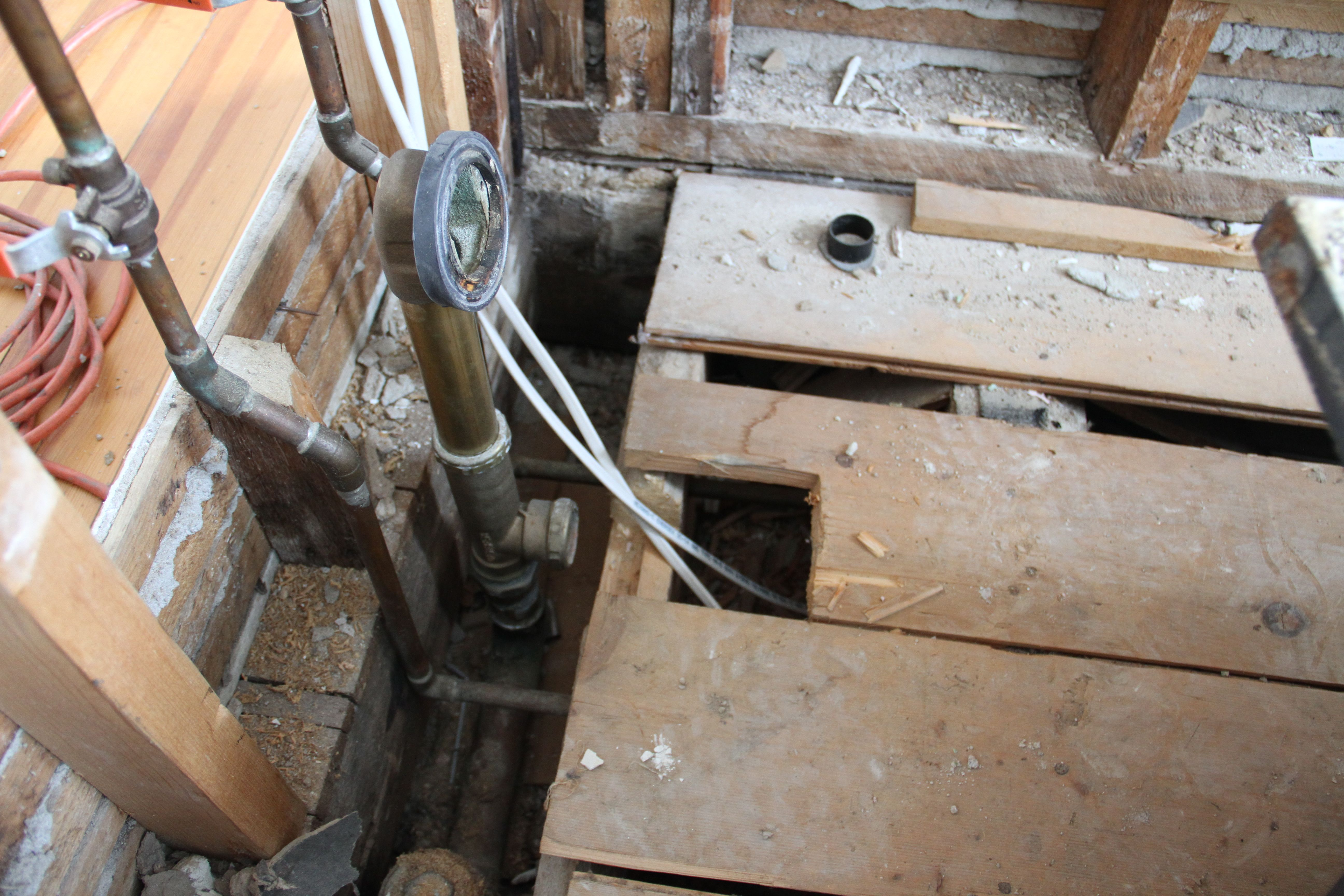 Here's where it gets tricky: see that little pipe beneath the floor? It needs to be less than 2 inches shorter since I bought a slightly wider tub.