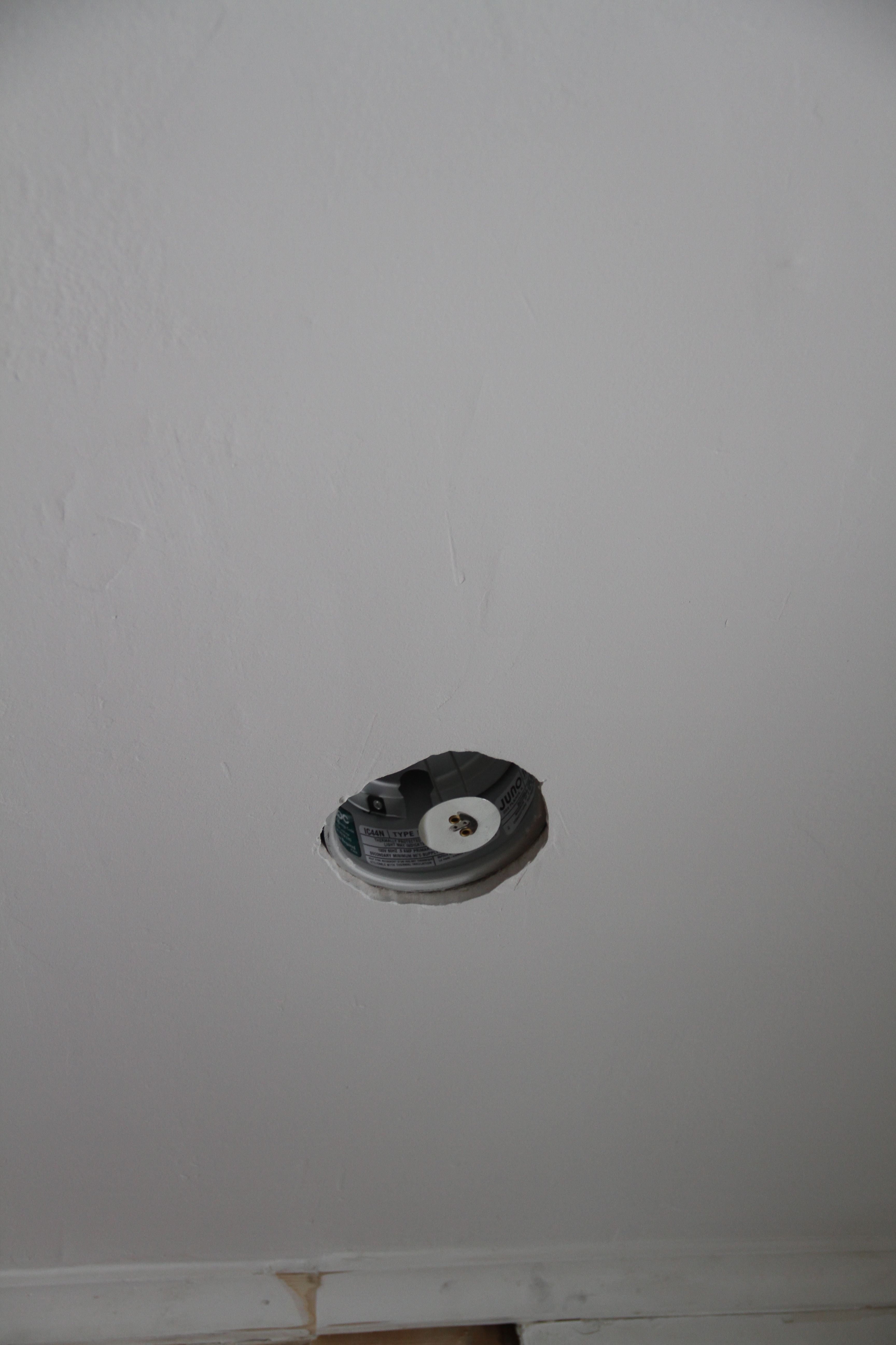 This is the light that was installed where the stupid wall once was. Not bad, if i do say so myself!
