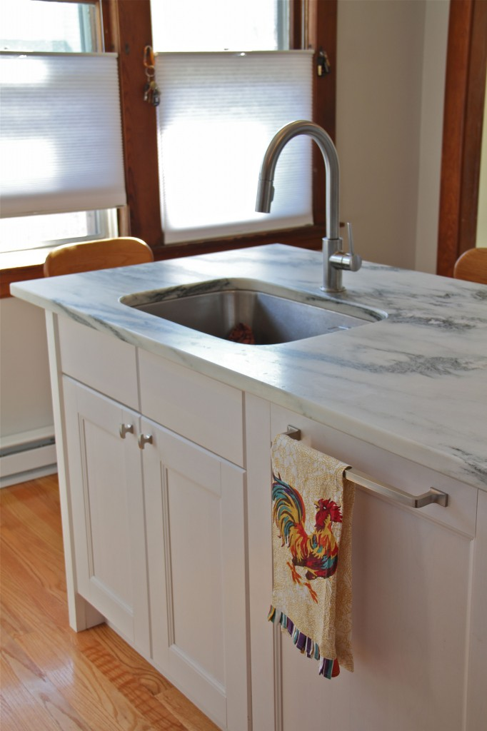 AFTER: Fully integrated dishwasher with cabinet panel, undermount sink, solid stone countertops. Ahhhh.