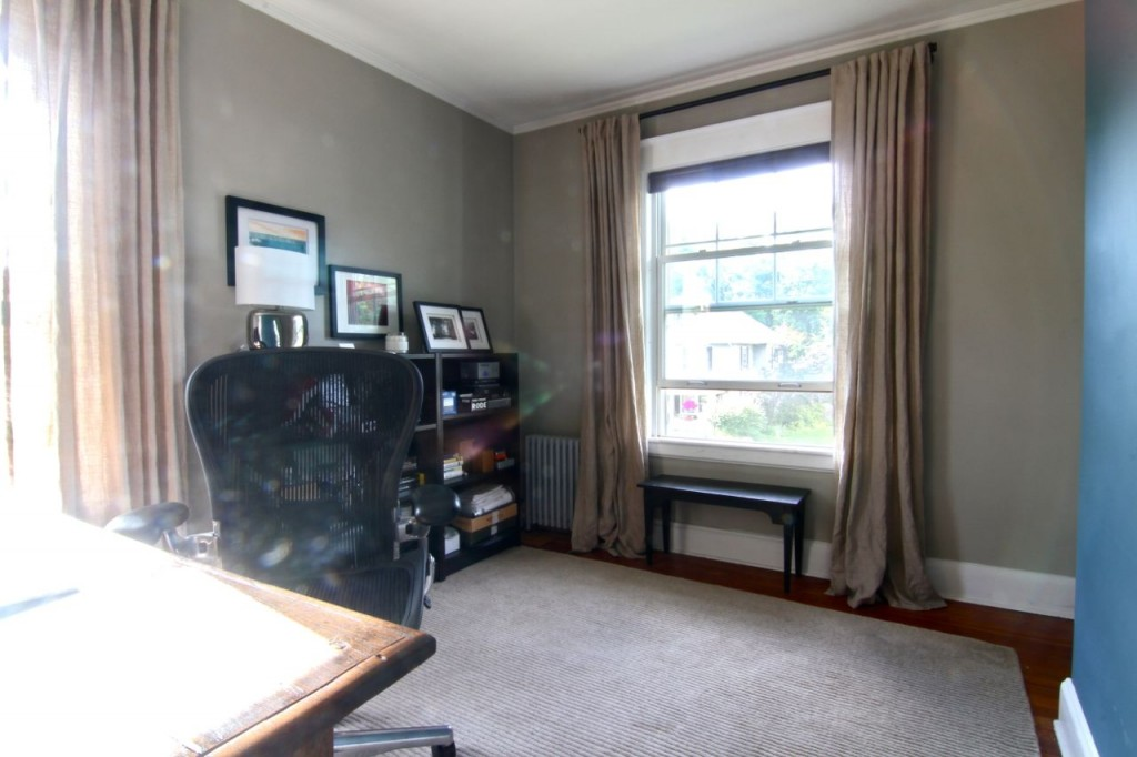 And, with two large windows, the space is inviting, and roomier than the maid ever had in her day. (Sorry for the hideously filthy lens - that western sun just blinded me to it while shooting.)